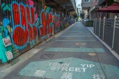 在墙壁上的街道画在街道 免版税库存图片