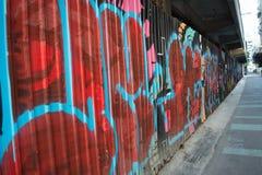 在墙壁上的街道画在街道 库存照片
