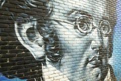 在墙壁上的街道画有弗朗茨・舒伯特画象的  免版税库存照片