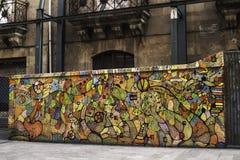 在墙壁上的街道画设计 免版税图库摄影