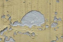 在墙壁上的被剥皮的颜色 免版税库存照片