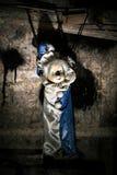 在墙壁上的被束缚的木偶 免版税图库摄影