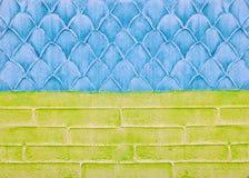 在墙壁上的装饰膏药,抽象背景,标度,砖的模仿 库存图片