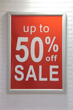 在墙壁上的销售额符号 库存照片