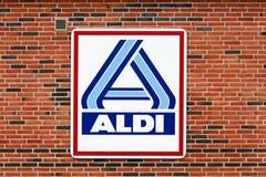 在墙壁上的阿尔迪商标 免版税库存照片
