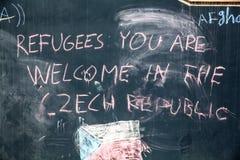 在墙壁上的难民消息在Keleti火车站在Budape 免版税库存照片