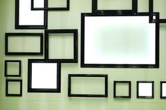 在墙壁上的黑框架 免版税图库摄影