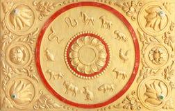 在墙壁上的12泰国黄道带在泰国的寺庙 免版税库存照片