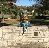 在墙壁上的Humpty Dumpty在圣查尔斯 库存照片