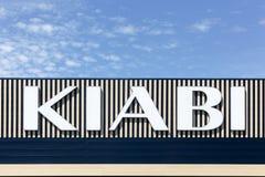 在墙壁上的Kiabi商标 免版税图库摄影
