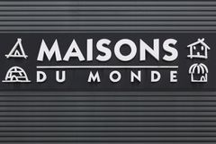 在墙壁上的Maisons du Monde商标 库存照片