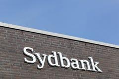 在墙壁上的Sydbank商标 免版税库存图片