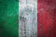 在墙壁上绘的意大利旗子 免版税库存图片