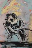 亲吻,在罗马的墙壁上的街道画 免版税库存图片