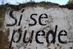 在墙壁上绘的西班牙文本:si se puede 免版税库存图片