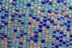在墙壁关闭的蓝色马赛克 库存图片