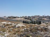 在墙壁后的巴勒斯坦镇 免版税库存图片
