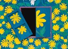 在墙壁和视窗上的花油漆 免版税库存照片