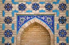 在墙壁的华丽窗口适当位置,乌兹别克斯坦 免版税图库摄影