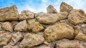 在墙壁的大石头 免版税库存照片