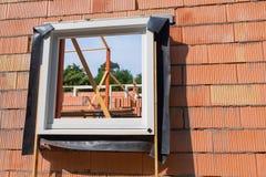 在墙壁的窗架在建造场所 免版税库存图片