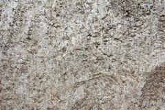 在墙壁的被腐蚀的老灰色混凝土肮脏的纹理的,背景 库存图片
