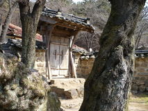 在墙壁的门在公园和文化中心在韩国 库存图片