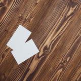 在墙壁背景木纹理的名片与美丽的被绘的木头的 免版税库存图片