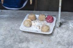 在墙壁金边柬埔寨上的甜点 库存照片