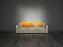 在墙壁附近的沙发 免版税库存照片