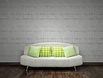 在墙壁附近的白色沙发 免版税库存照片