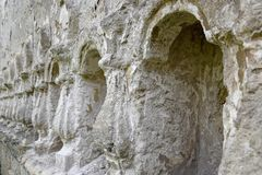 在墙壁雕刻的石安心专栏 免版税库存图片