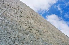 在墙壁,苏克雷,玻利维亚上的恐龙轨道 图库摄影