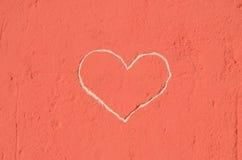在墙壁刻记的心脏 库存照片