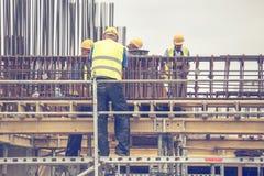在增强工作3期间的工作者 免版税库存图片