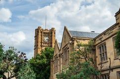 在墨尔本大学的历史的砂岩clocktower 免版税库存图片