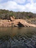 在墨水湖的岩层 免版税图库摄影