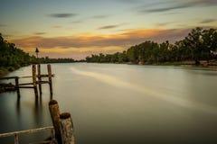 在墨累河的日落在米尔杜拉,澳大利亚 图库摄影