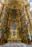 在墨西哥城大教堂里面的富有的装饰 库存照片