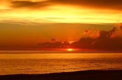 在墨西哥湾的惊人的日落 免版税库存图片