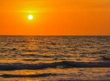 在墨西哥湾的日落印地安岩石海滩的在佛罗里达 库存图片