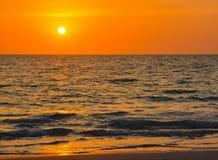 在墨西哥湾的日落印地安岩石海滩的在佛罗里达 免版税库存图片