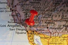 在墨西哥美国边界的红色别针 向量例证