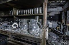 在壁橱的玻璃在火以后 免版税库存图片