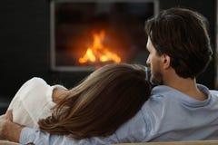 在壁炉旁边的夫妇 图库摄影