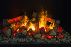 在壁炉的明亮的火烧伤 免版税库存图片