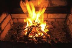 在壁炉的火。 免版税库存照片
