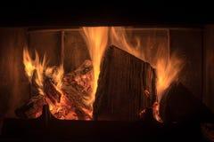 在壁炉的火焰 免版税库存图片