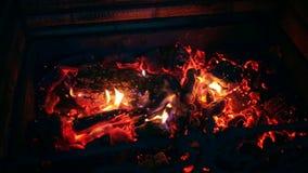 在壁炉的火 股票视频