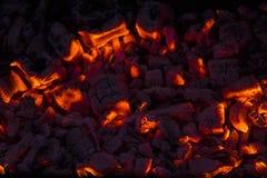 在壁炉的灼烧的木柴 免版税库存图片